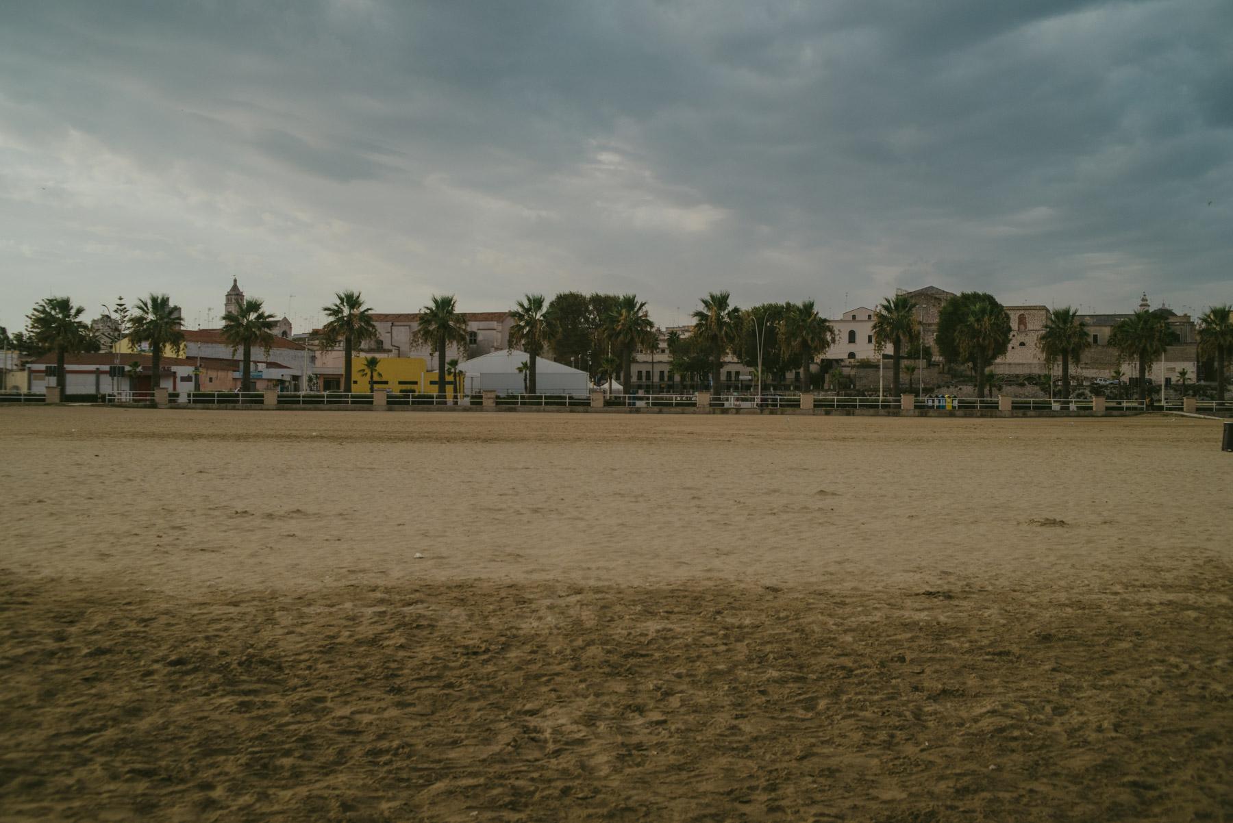 A very large beach in Barletta, empty and on a grey, moody and cloudy day - Una enorme spiaggia deserta a Barletta in una giornata nuvolosa e grigia