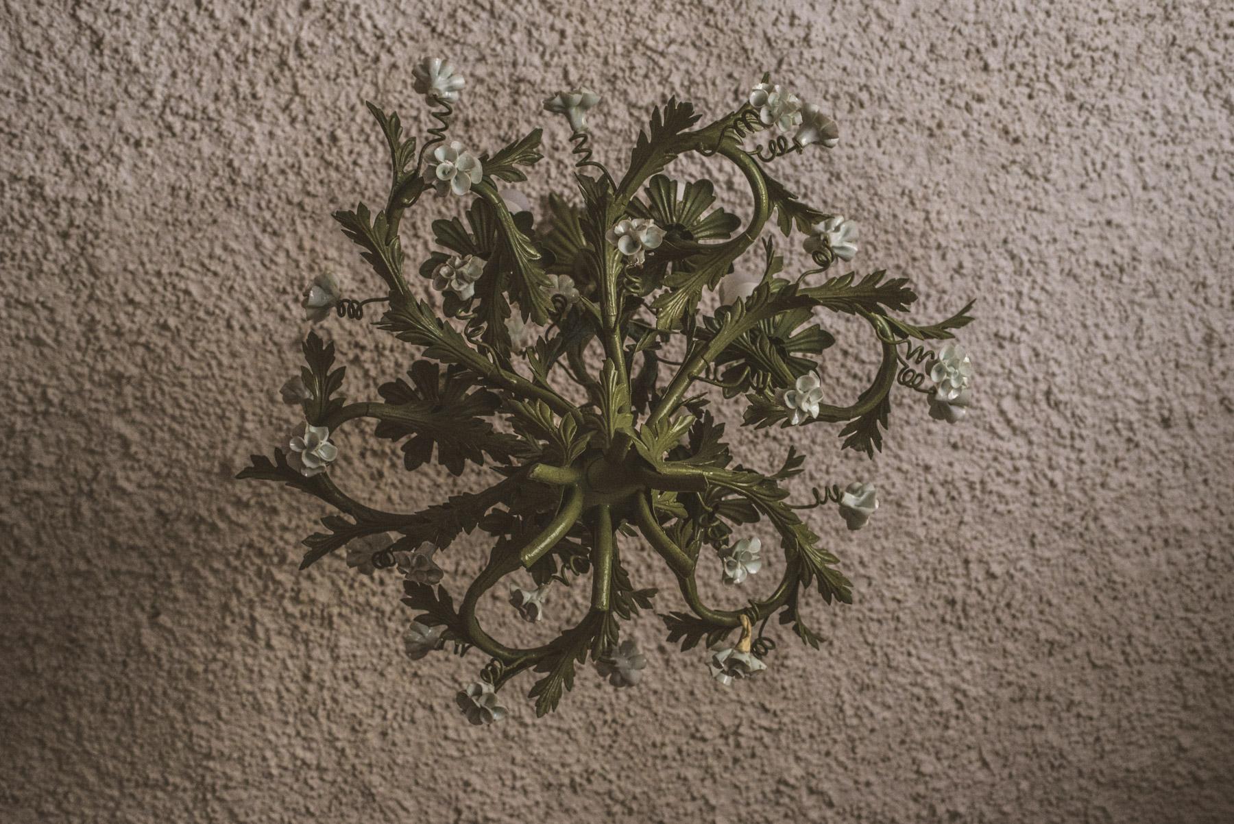 An old green lamp made of steel, un vecchio lampadario di ferro verde