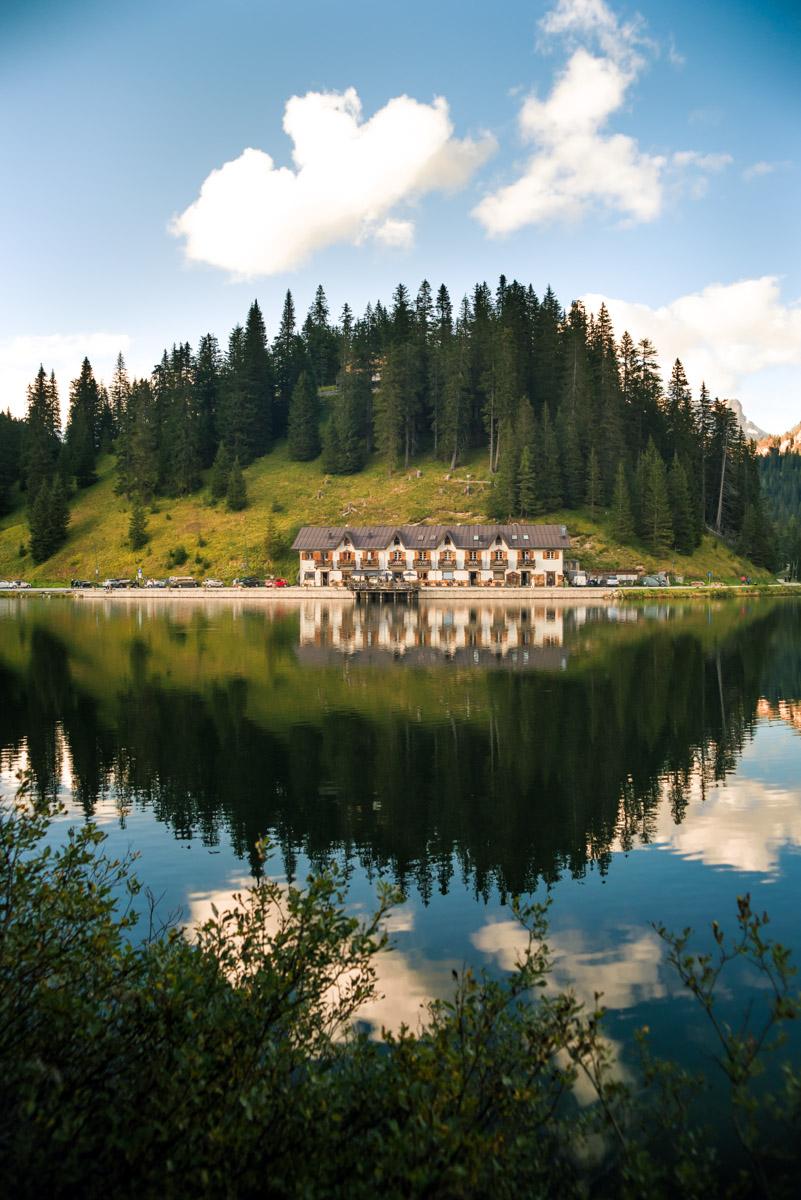 Landscape photography of the water refletions of Misurina Lake in the Dolomites, fotografia di paesaggio che ritrae i riflessi sul lago di Misurina sulle Dolomiti
